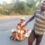लकड़ी से बनाई गाड़ी पर 8 महीने की गर्भवती पत्नी और बेटी को 800 KM खींचकर घर पंहुचा मजदूर
